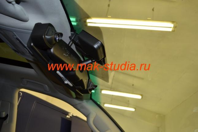 Автомобильный видеорегистратор на 4 камеры