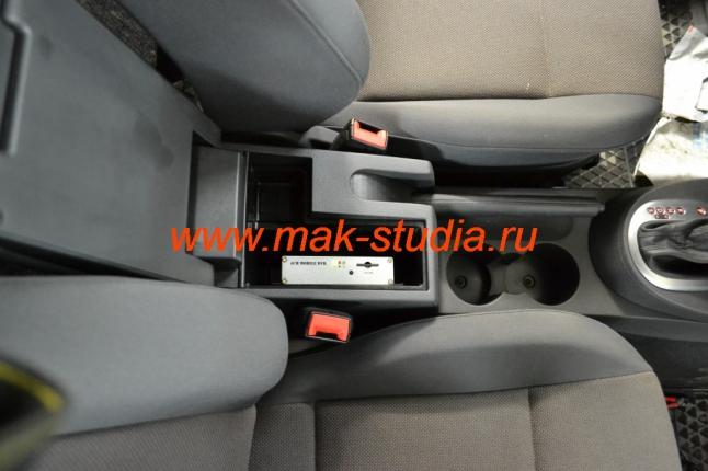 Автовидеорегистратор  скрытой установки на 4 камеры.