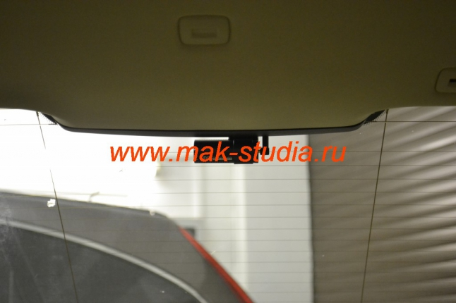 Blackvue dr550gw-2ch: задняя камера аккуратно разместилась на заднем стекле