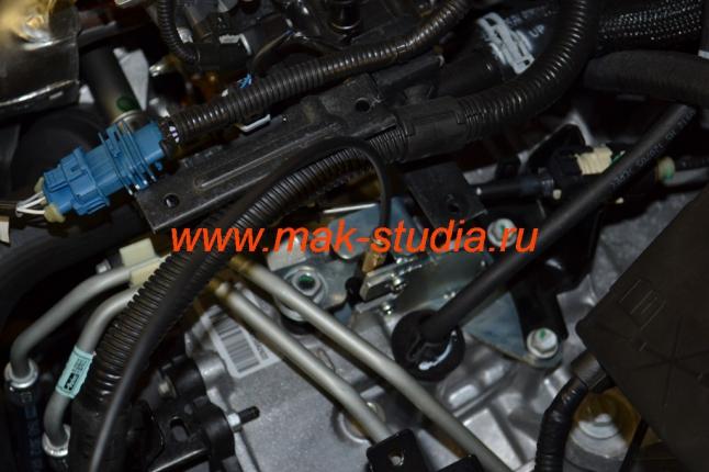 Механический блокиратор АКПП- трос управления замком находится в спец.бронерукаве