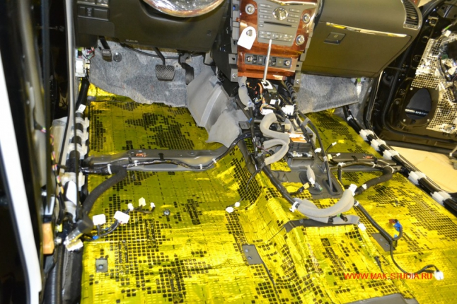Пол слой высокоэффективного материала вибропласт голд
