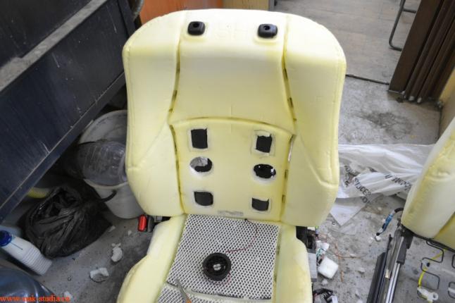 Расположение вибромоторов массажа сидений и вентиляции на спинке