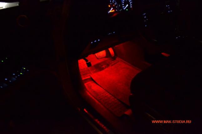 Красная подсветка салона