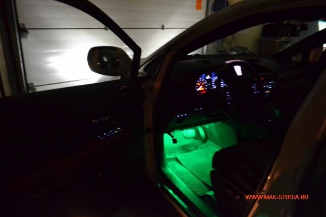 Зелёная подсветка салона
