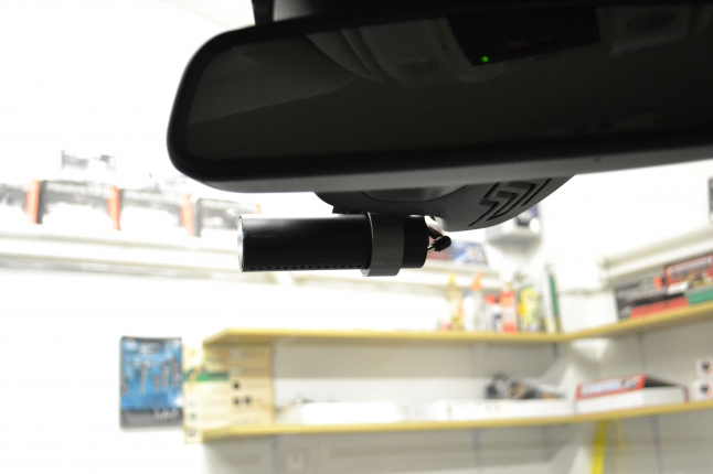 Автовидеорегистратор Blackvue DR500GW идеально вписался в общий интерьер.