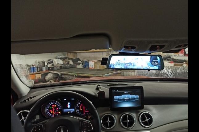 Установка видеорегистратора на автомобиль Mercedes-Benz GLA