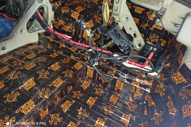 Шумоизоляция багажника Шевроле Камаро-слой виброизоляции премиум сегмента