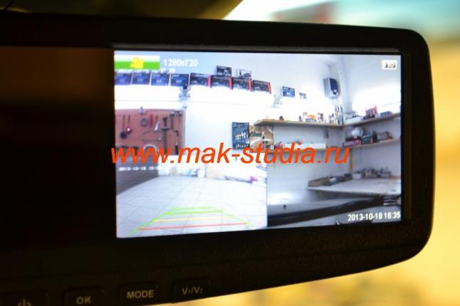 Видеорегистратор в зеркале заднего вида: режим одновременного наблюдения (картинка в картинке).