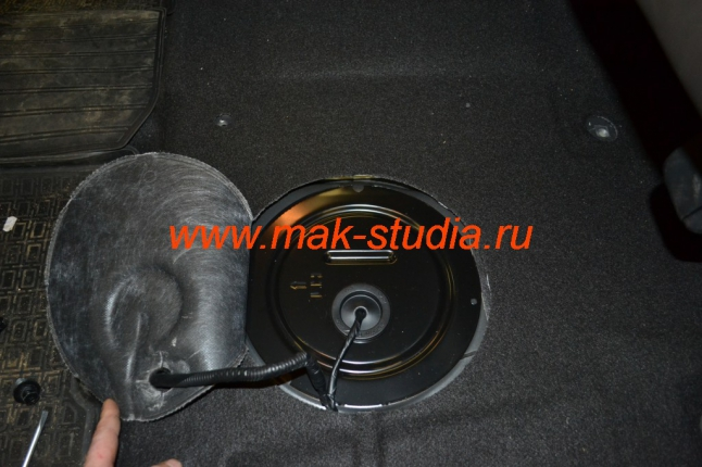 Вебасто-люк бензобака под задним сидением