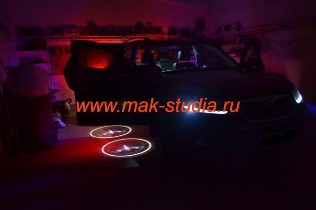 Лазерная проекция логотипа автомобиля Хендай