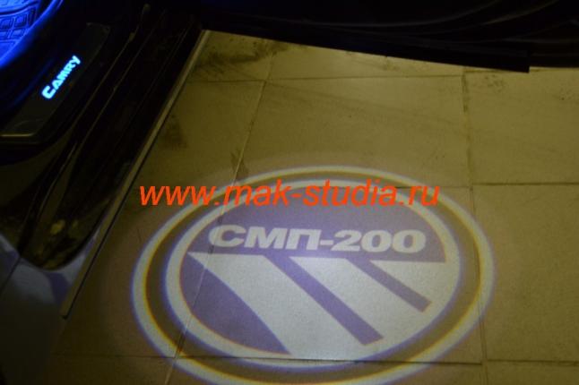 Лазерная проекция логотипа автомобиля