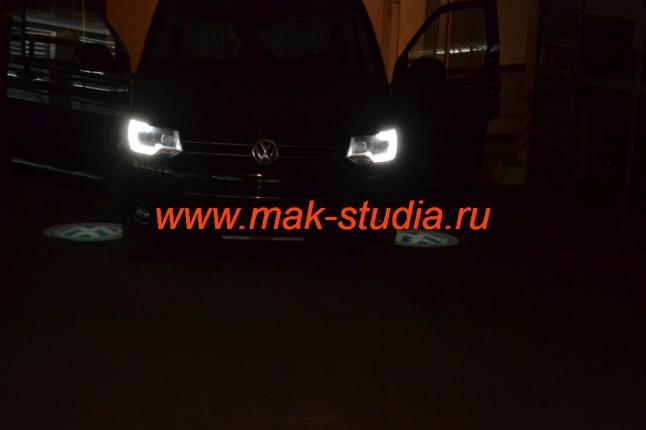 Лазерная проекция логотипа автомобиля Фольксваген