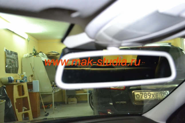Видеорегистратор скрытой установки Visiondrive: ничто не мешает обзору с места водителя.