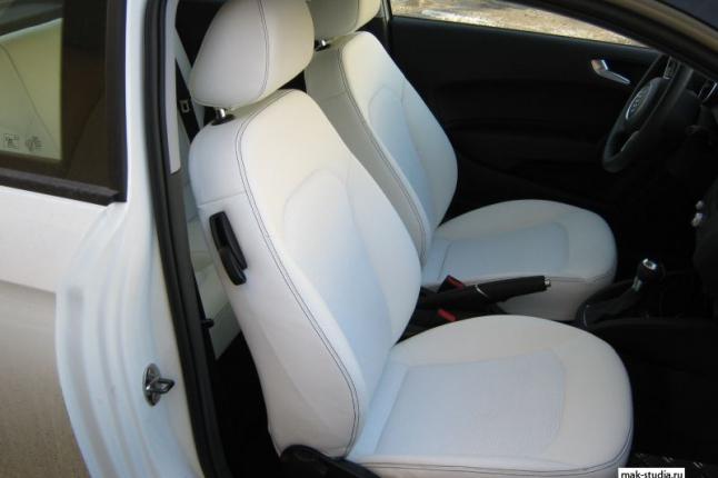Перетяжка салона Audi A3 белоснежной кожей