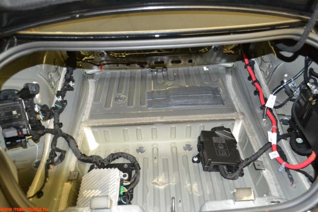 Голый металл багажного отсека