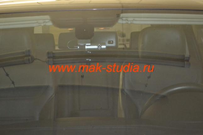 Скрытая установка видеорегистратора на Volkswagen Touareg: с улицы почти не заметен