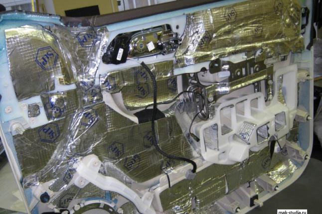 Четвёртый слой-вибро-пласт на обшивку двери (придаст жёсткость пластику - монолитность)