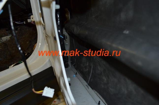 Шумоизоляция автомобиля - двери клеим сплэном тоже со 100% перекрытием