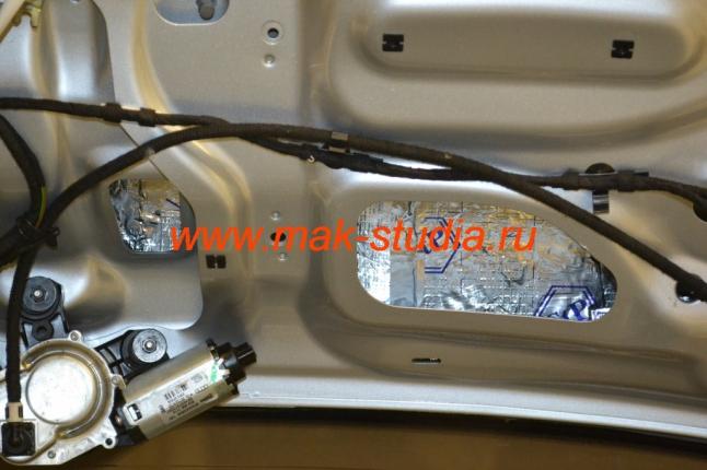 Шумоизоляция двери багажника авто