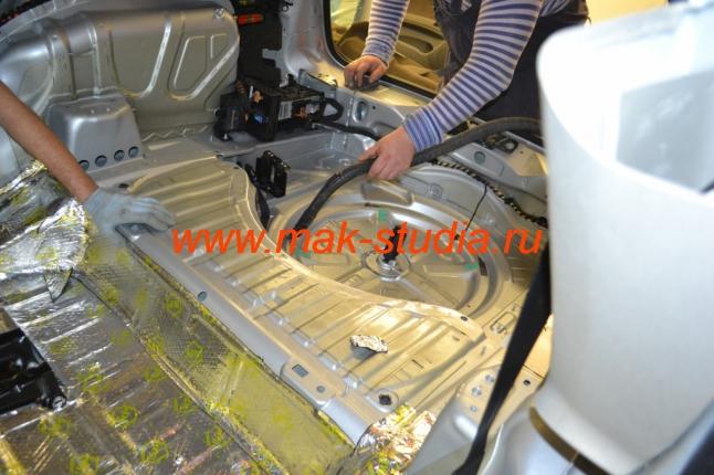 Шумоизоляция автомобиля - обязательно производим очистку поверхности