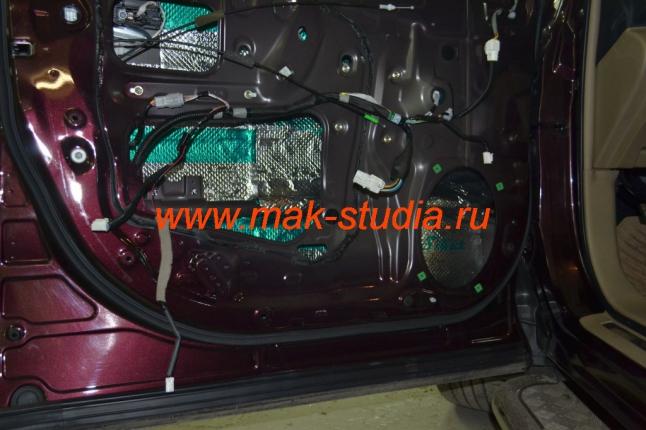 Шумоизоляция дверей автомобиля - первый слой вибропласт