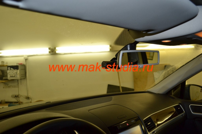 Установка видеорегистратора на Volkswagen Touareg (ничто не мешает обзору)