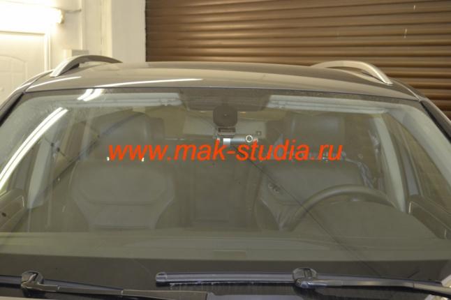 Скрытая установка видеорегистратора на Volkswagen Touareg (как будто штатный элемент)