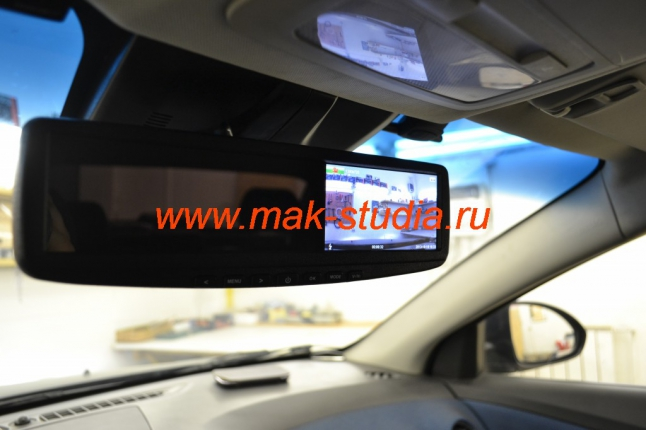 Видеорегистратор скрытой установки - справа находится экран.