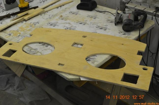 Снимаем размеры и вырезаем акустическую полку