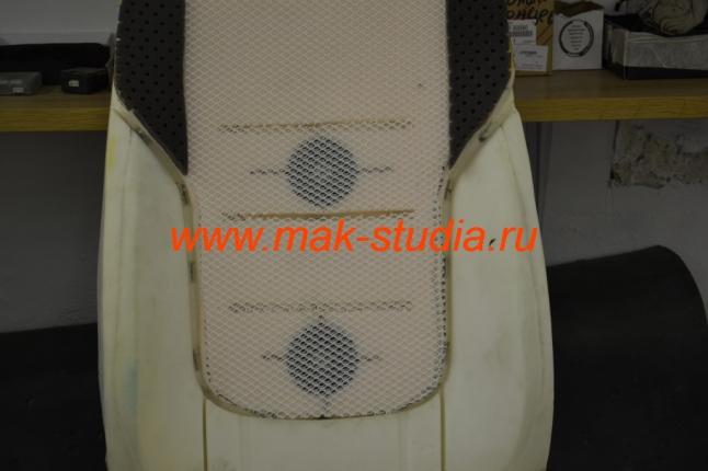 поверх вентиляторов клеим спец.сетку для отвода тепла по всей площади сиденья