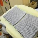 Сверху устанавливается защитная сетка для распределения воздуха от вентиляции
