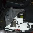 Открываем лючок бензобака под сиденьем