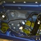 Первый слой шумоизоляции в двери-вибропласт на основе фольги и антикорозийной мастики