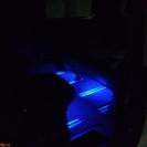 Подсветка в ногах выполнена в тон подсветки торпедо
