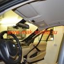 Автовидеорегистратор Blackvue DR500GW крепится под зеркалом на лобовом стекле