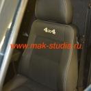 Сиденье перешито кожей (центра из алькантары с перфорацией для свободного движения воздуха)