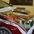 Процесс нанесения плёнки на капот авто