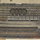 Вклеиваем защитную сетку радиатора изнутри